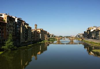 Fiume Arno che attraversa la città