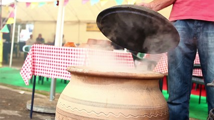 Cooking in ceramic pots