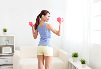 woman working out with two dumbbells