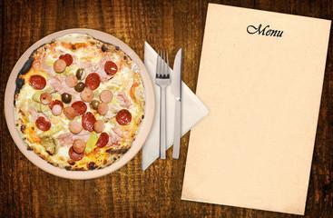 Pizza capricciosa con menu