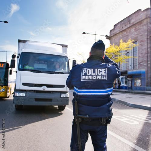 Contrôle de police - 58076180