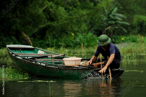 Vietnamese fisherman in tam coc