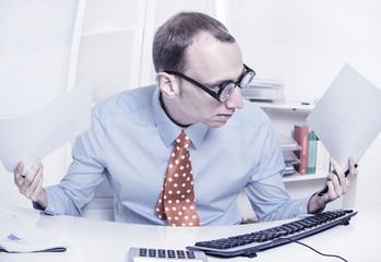 Manager im Stress - zielstrebiger Karriere Mann im Büro
