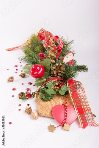 Fotobehang weihnachtlich geschmückter Zweig mit Weihnachtsmann