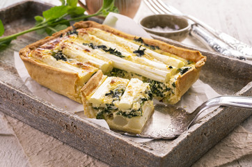 quiche with asparagus and spinach