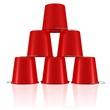 eine Pyramide aus Plastikeimern