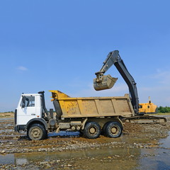 Extracting and loading gravel excavated