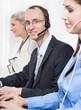 Mitarbeiter - männlich und weiblich im Callcenter