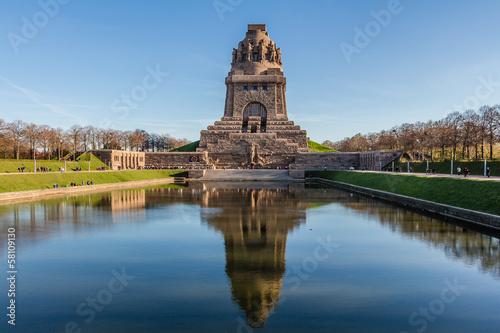Völkerschlachtdenkmal zu Leipzig im Herbst - 58109130