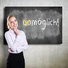 junge Geschäftsfrau motiviert sich selbst