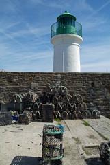 casier devant le phare de port joinville, île d'yeu