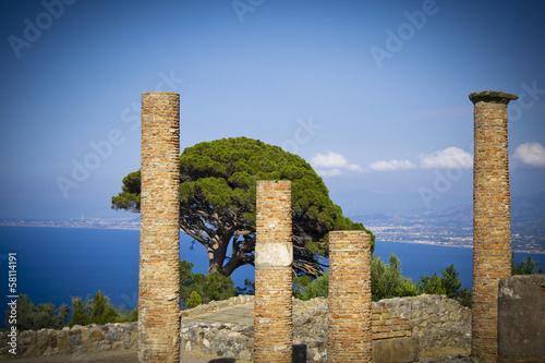 Leinwanddruck Bild Ancient city wall of Tindarys - Sicily