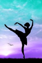 Danseuse au coucher du soleil