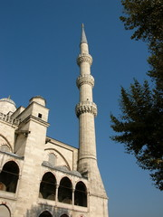Eines der sechs Minarette der Blauen Moschee in Istanbul