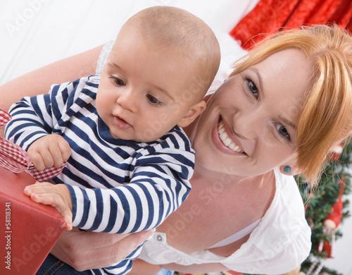 Familie - Mutter und Baby - erstes Weihnachten