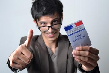 France Elections - Jeune, pouce et carte électorale