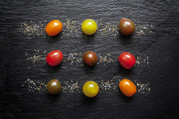 Tomates rouge et verte sur Ardoise