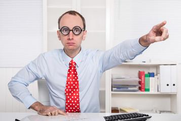 Rausschmiss: Kündigung eines Mitarbeiters - arroganter Chef