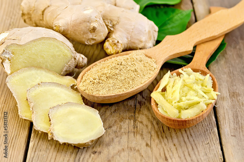 Leinwanddruck Bild Ginger powder and grated in the spoon with the root and leaves