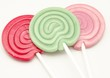 Piruletas de caramelo de colores