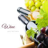 Bottles of red and white wine with fresh grape - 58148322