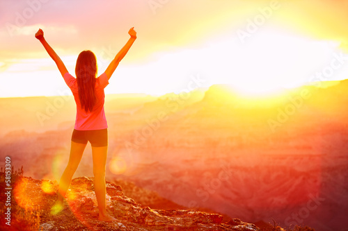 Leinwanddruck Bild Freedom and adventure - woman happy, Grand Canyon