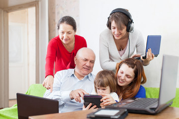 people  uses few various electronic devices