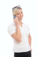 Junge hübsche Frau mit Mobiltelefon