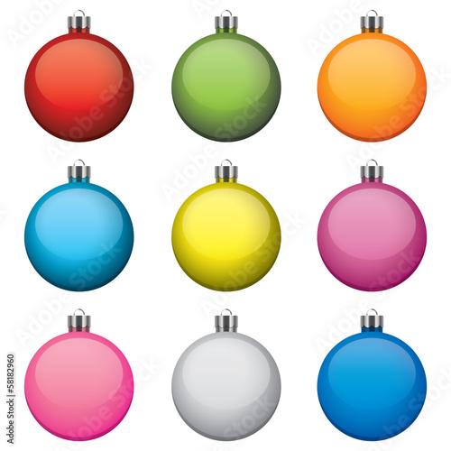 Bombki świąteczne, różne kolory i wzory, izolowane na białym tle - 58182960