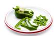 Grüne Paprika in Streifen und Stücke