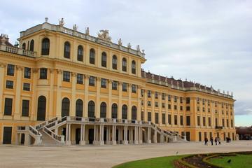 Fassade von Schloss Schönbrunn in Wien im November
