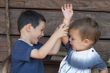 Children figting, sibling rivalry