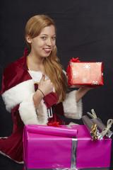 Weihnachtsfrau mit Geschenken