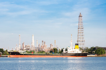 Oil refinery plant with tanker