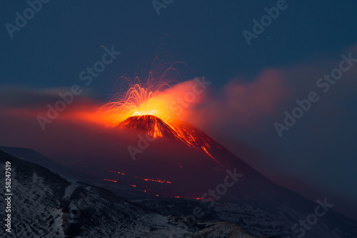 Eruption etna 2013 - 58247519