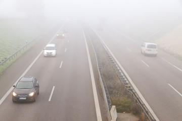 Nebel auf der Autobahn - Fuß vom Gas