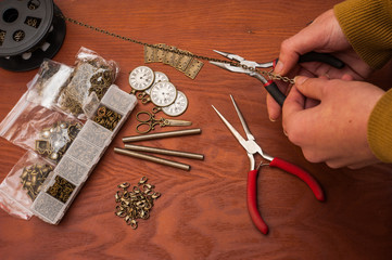 cutting chain jewellery making