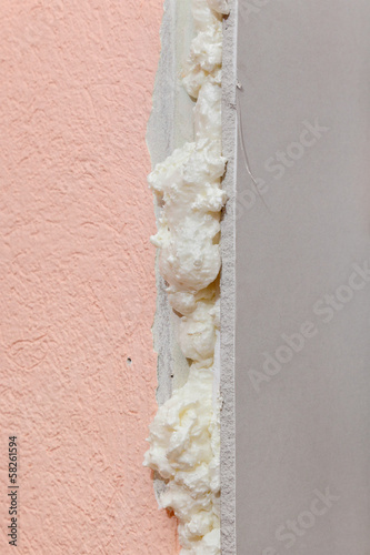 Gypsum board fixed with polyurethane expanding foam glue