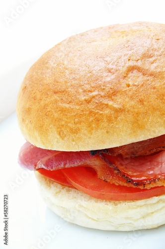 bread roll with bacon and tomato