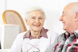 Glückliches Seniorenpaar im Seniorenheim