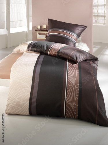 bettw sche braun beige stockfotos und lizenzfreie bilder auf bild 58308783. Black Bedroom Furniture Sets. Home Design Ideas