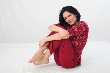 Ragazza con pigiama rosso