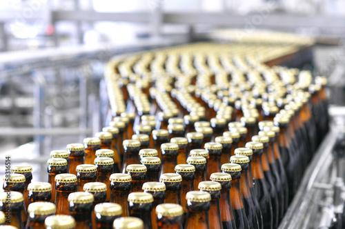brewery inside -ampoule filling system // Brauerei Abfüllanlage - 58316514