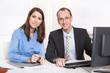 Teamwork - gemeinsame Zusammenarbeit - Mann, Frau im Büro