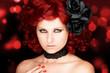Diva mit roten Locken