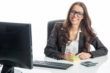Geschäftsfrau am Schreibtisch macht sich Notizen