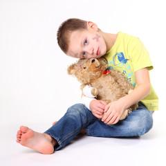 verletztes Kind mit Teddy