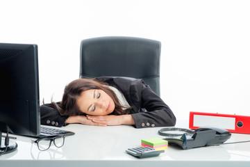 Schlafende Geschäftsfrau am Schreibtisch