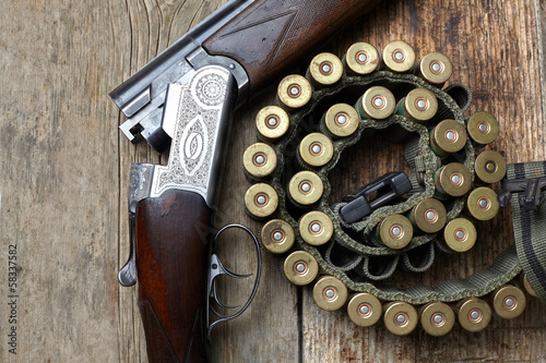 vintage hunting gun with shells - 58337582