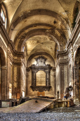 Chiesa abbandonata interna